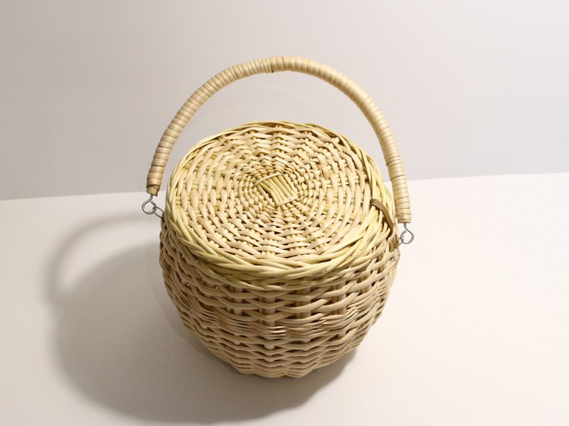 round-basket-bag-with-fold-over-handle-1