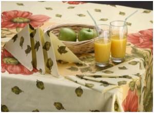 Яблоки в плетеной фруктовнице